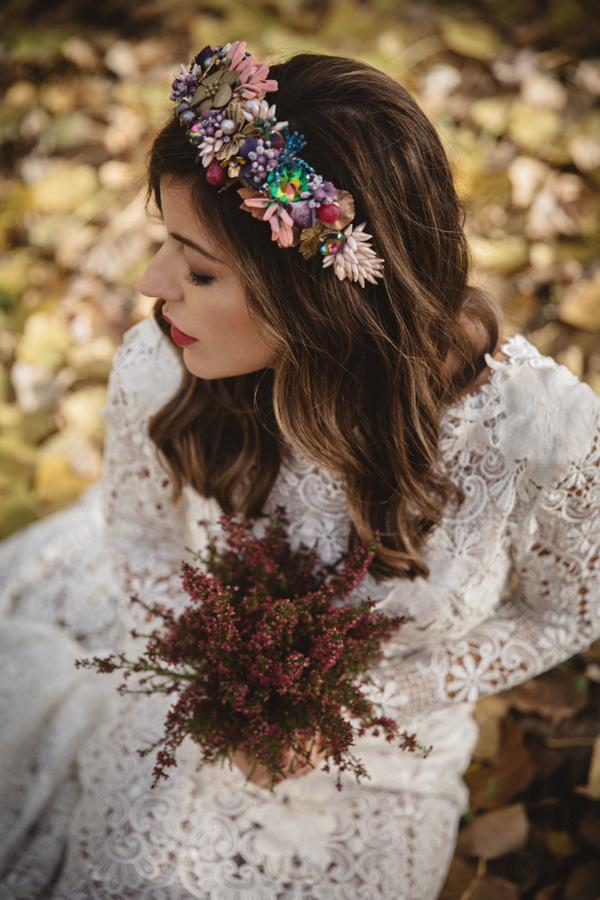 look-novia-boho-corona-flores-ideas-boda-rural.jpg